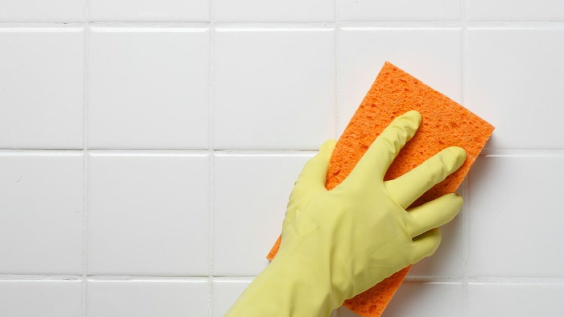 Как почистить межплиточные швы в ванной