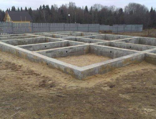 фундамент на этапе строительства