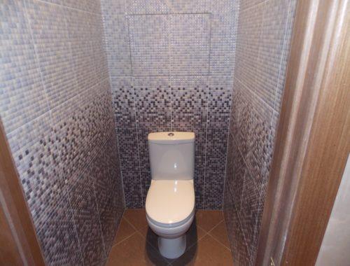 Чем отделывают стены в туалете дешево и красиво