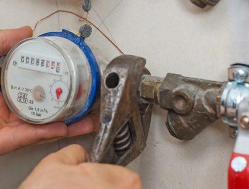 Кто оплачивает установку замену счетчиков воды в квартирах
