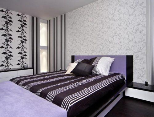 Поклейка обоев двух цветов в спальне